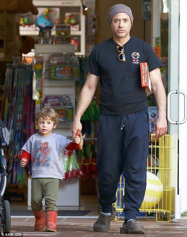 Iron Man cưng nựng, Thor chăm con kiểu bạo lực: Một sự thật rất khác về 2 siêu anh hùng! - Ảnh 3.