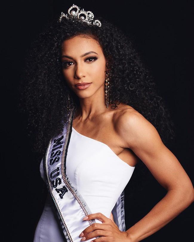 Tân Hoa hậu Hoàn vũ Mỹ 2019: Đẹp lạ, học vấn quá khủng nhưng múi bụng và mặt mộc mới là điều gây ngỡ ngàng - Ảnh 2.