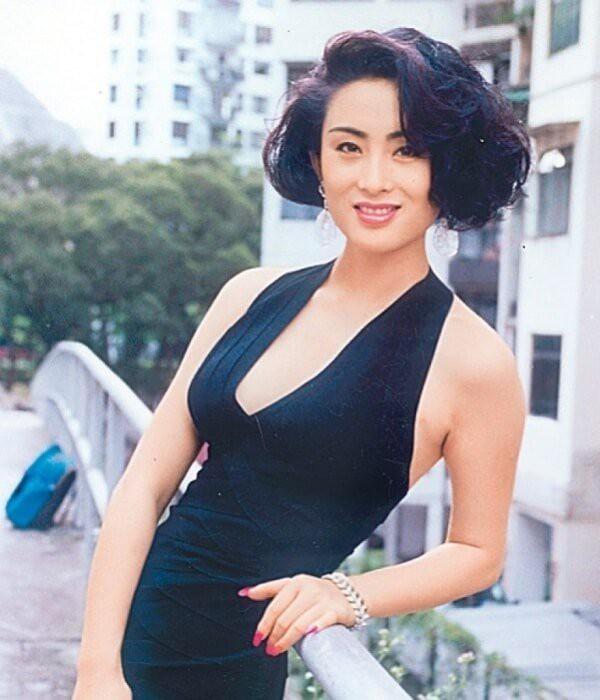 Mỹ nhân tuyệt sắc phim Châu Tinh Trì: Thời trẻ chuyên cặp đại gia, U60 hẹn hò bạn trai kém 10 tuổi - Ảnh 4.
