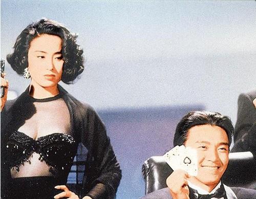 Mỹ nhân tuyệt sắc phim Châu Tinh Trì: Thời trẻ chuyên cặp đại gia, U60 hẹn hò bạn trai kém 10 tuổi - Ảnh 1.