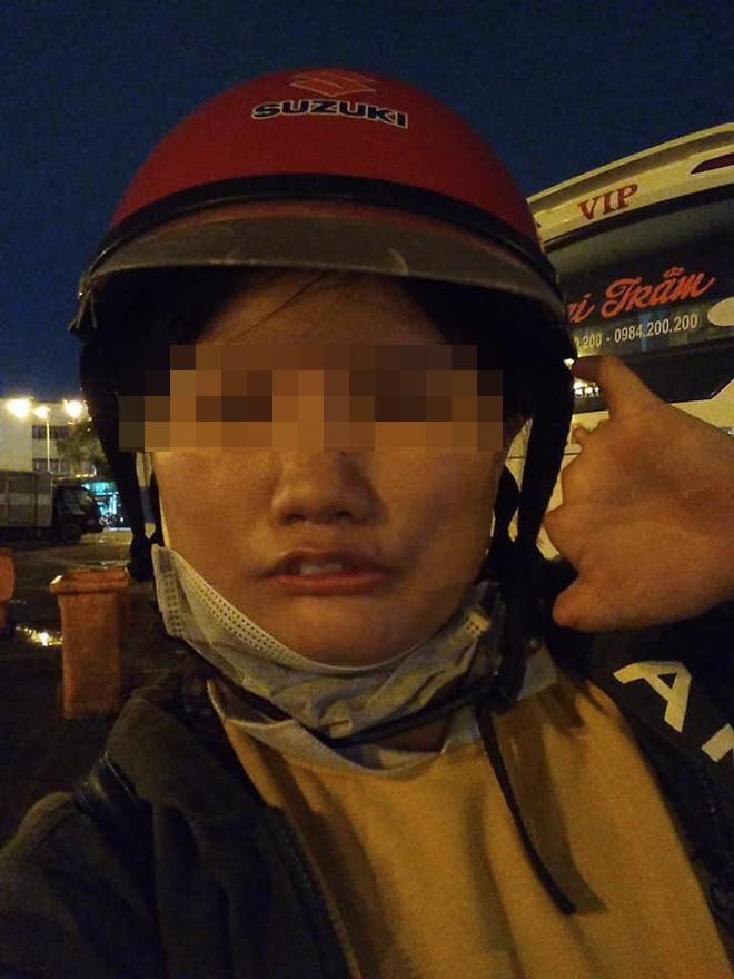 Chạy xe 1 tiếng đi ship, tới nơi bị khách bom hàng, cô gái khuyết tật livestream khóc nức nở - ảnh 3