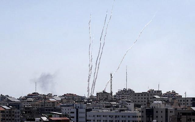 Israel bị tấn công, Iron Dome đã khai hỏa - Thủ tướng Netanyahu họp khẩn toàn bộ các chỉ huy sức mạnh - Ảnh 10.