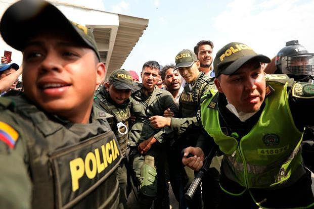 [ẢNH] Đấu súng dữ dội dọc biên giới Venezuela - Colombia - Ảnh 11.