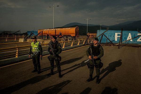 [ẢNH] Đấu súng dữ dội dọc biên giới Venezuela - Colombia - Ảnh 13.