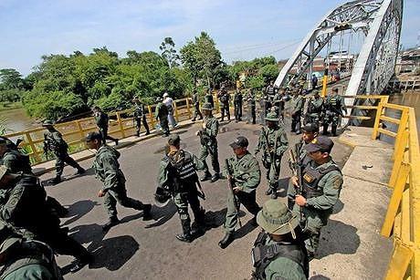 [ẢNH] Đấu súng dữ dội dọc biên giới Venezuela - Colombia - Ảnh 19.