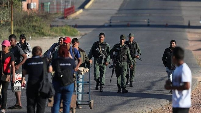 [ẢNH] Đấu súng dữ dội dọc biên giới Venezuela - Colombia - Ảnh 20.