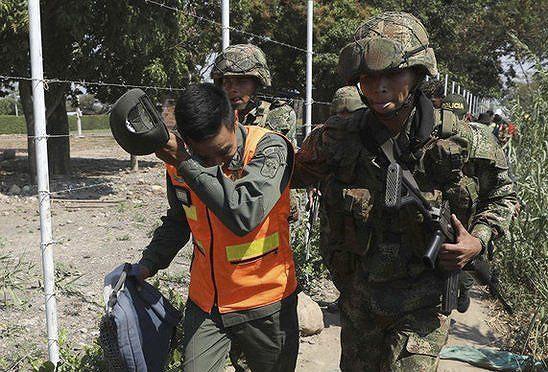 [ẢNH] Đấu súng dữ dội dọc biên giới Venezuela - Colombia - Ảnh 3.