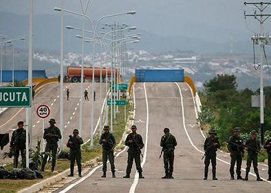 [ẢNH] Đấu súng dữ dội dọc biên giới Venezuela - Colombia - Ảnh 9.