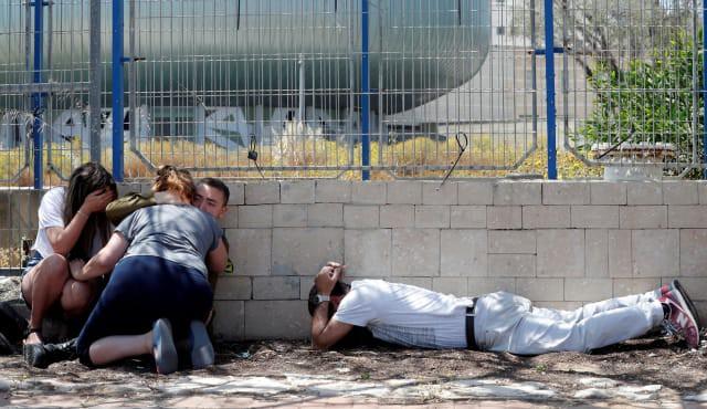 Israel bị tấn công khủng khiếp - Trận mưa rocket chưa từng có, thương vong rất lớn - Ảnh 1.