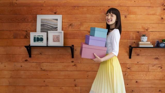Thánh nữ dọn nhà Marie Kondo tiết lộ bí quyết sắp xếp không gian sống để hạnh phúc hơn và làm việc năng suất hơn: Càng đơn giản, càng hạnh phúc! - Ảnh 3.