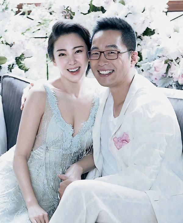 Mỹ nhân nóng bỏng nhất phim Châu Tinh Trì: Bỏ chồng nợ nần theo đại gia, 2 lần đều gặp hàng rởm  - Ảnh 1.
