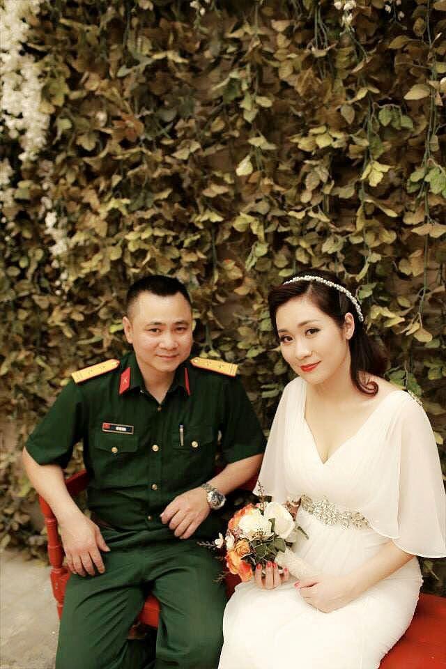 Hành trình 4 năm hôn nhân hạnh phúc của NSND Tự Long và người vợ tài sắc - Ảnh 3.
