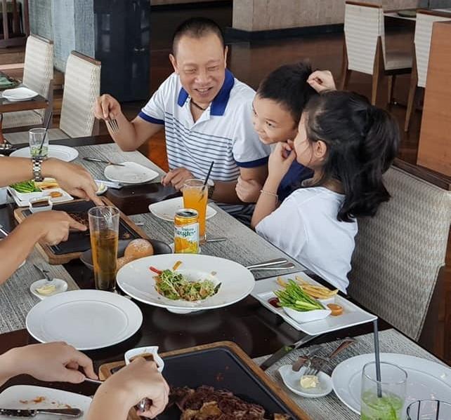 Lại Văn Sâm khoe ảnh hạnh phúc bên gia đình ở tuổi 62 - Ảnh 3.