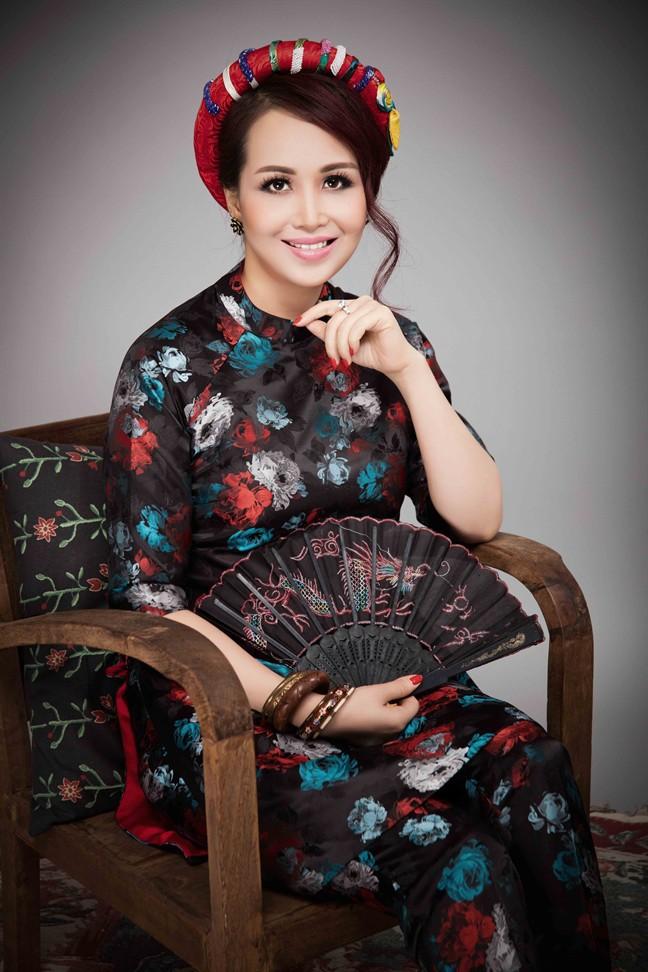 Hoa hậu Việt Nam cao 1m58: Xuất thân trâm anh thế phiệt, cuộc hôn nhân đầy đàm tiếu và chuyện làm dâu Ấn Độ nhiều kỳ lạ - Ảnh 4.