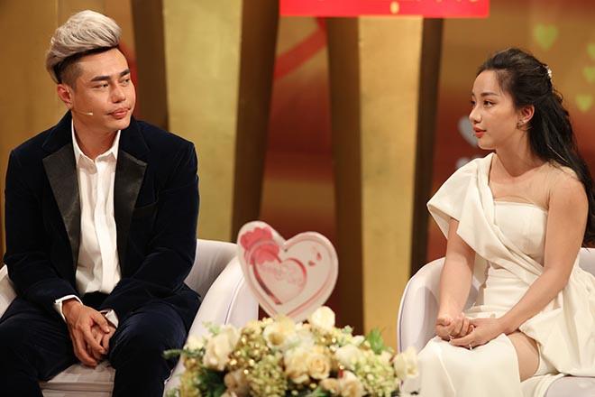 Danh tính người vợ làm quản lý kiêm tài xế, yêu 7 năm mới cưới của Lê Dương Bảo Lâm - Ảnh 8.