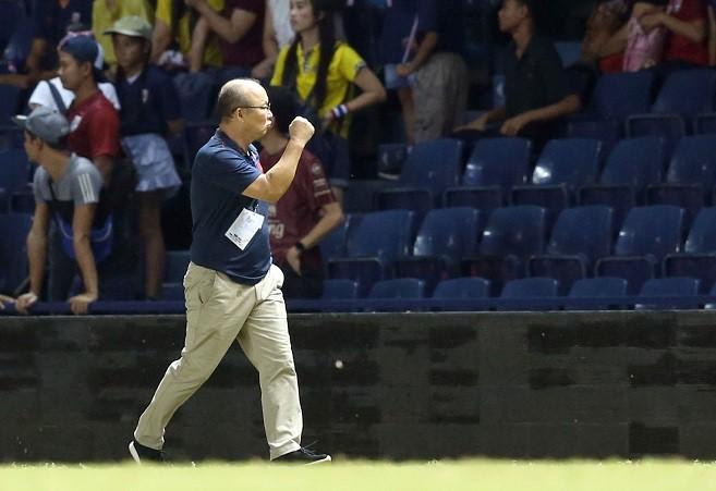 VFF đừng câu giờ, gia hạn hợp đồng nhanh với thầy Park - Ảnh 2.