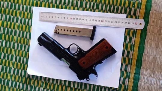 Rúng động vụ bắn hàng loạt viên đạn cướp tài sản - Ảnh 1.