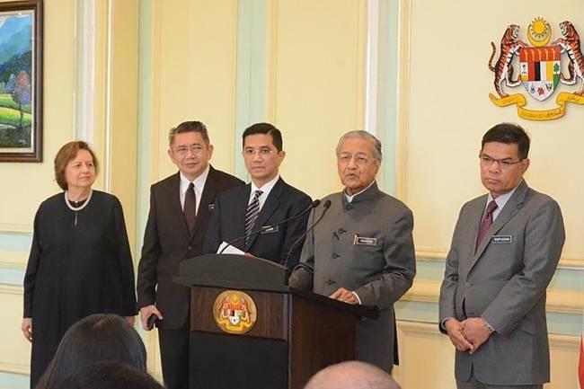 Malaysia: Bộ trưởng bị tố xuất hiện trong clip quan hệ đồng giới - ảnh 1