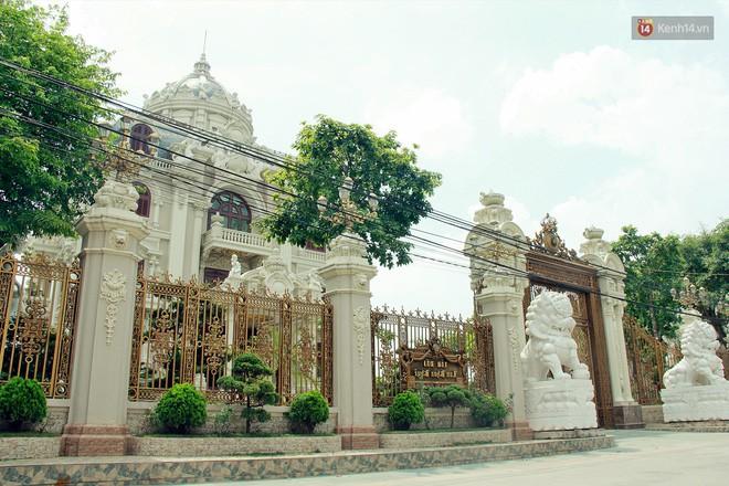 Về làng tỷ phú Nam Định chiêm ngưỡng những tòa lâu đài nguy nga tráng lệ theo phong cách Châu Âu - Ảnh 4.