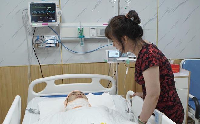 Hình ảnh Akira Phan nằm băng bó trên giường bệnh khi hút mỡ giảm cân - Ảnh 5.