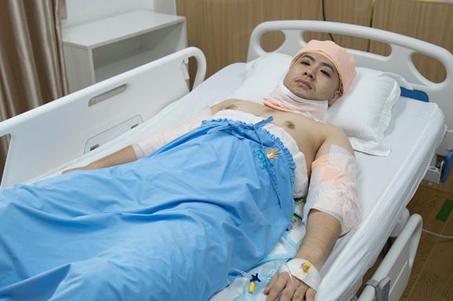 Hình ảnh Akira Phan nằm băng bó trên giường bệnh khi hút mỡ giảm cân - Ảnh 3.