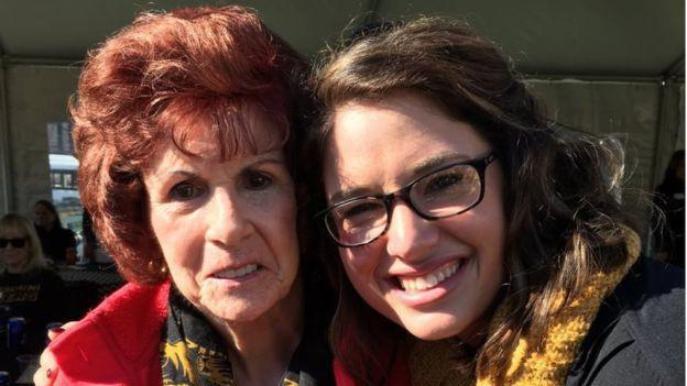 Ashley và bà ngoại