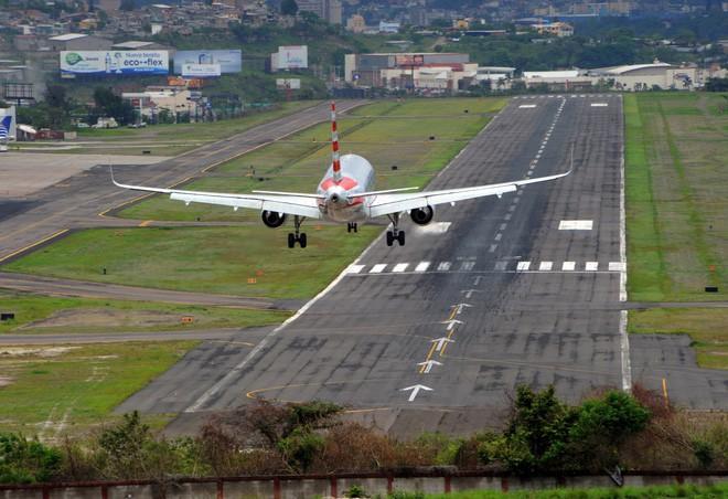 9 sân bay tọa lạc ở nơi chênh vênh hiểm trở như tận cùng thế giới, vị trí thứ 8 mang tên Cristiano Ronaldo - Ảnh 4.