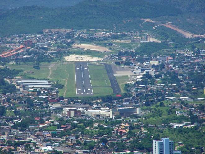 9 sân bay tọa lạc ở nơi chênh vênh hiểm trở như tận cùng thế giới, vị trí thứ 8 mang tên Cristiano Ronaldo - Ảnh 5.