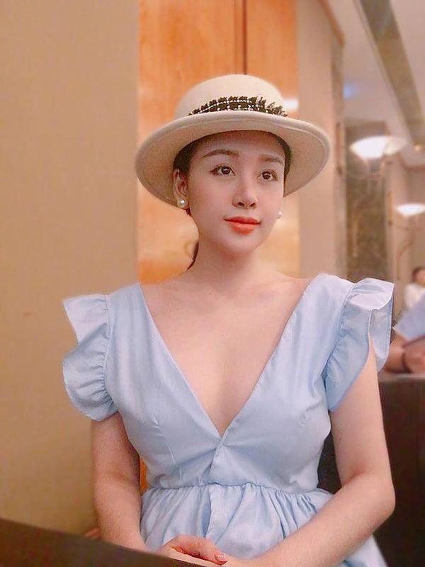 Bà Tưng Huyền Anh gây ngỡ ngàng với hình ảnh nhu mì hiện tại - ảnh 9