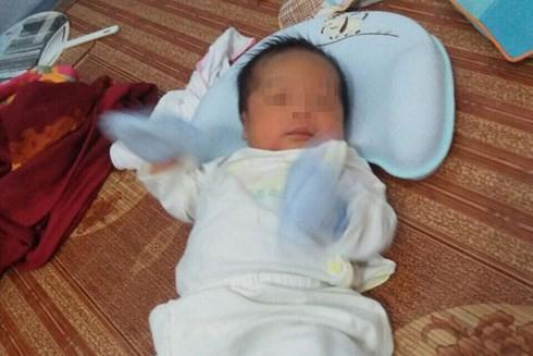Người phụ nữ Hà Nội 53 tuổi, mãn kinh 8 năm vẫn sinh con - Ảnh 1.