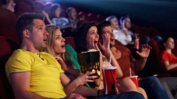 Cô gái 'bỗng dưng có bồ' sau khi được một chàng trai lạ nắm tay khi ngủ quên trong rạp chiếu phim - ảnh 4