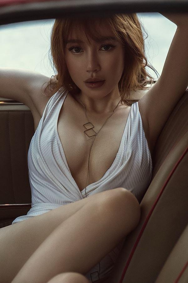 Elly Trần làm nữ tài xế nóng bỏng 'thiêu đốt' mọi ánh nhìn - ảnh 8