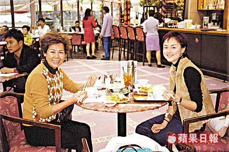 Mỹ nhân bất hạnh nhất Hong Kong: Mẹ và bạn trai qua đời vì ung thư, chật vật kiếm sống do mặt biến dạng - Ảnh 5.