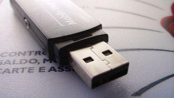 Cha đẻ USB hối hận về phát minh của mình với lý do bất ngờ - Ảnh 1.