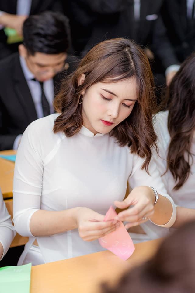 Danh tính nữ sinh được ống kính máy ảnh tìm kiếm nhiều nhất trong 2 ngày của kỳ thi THPT Quốc gia 2019 - ảnh 11