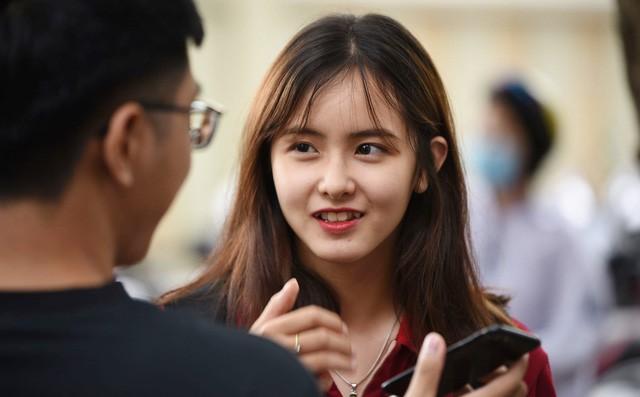 Danh tính nữ sinh được ống kính máy ảnh tìm kiếm nhiều nhất trong 2 ngày của kỳ thi THPT Quốc gia 2019 - ảnh 1