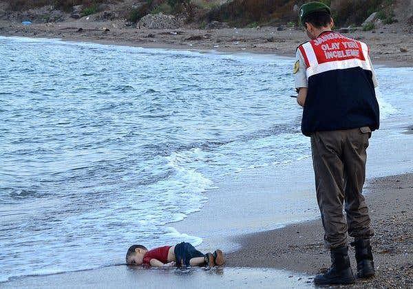 Bức ảnh xác 2 bố con người nhập cư chấn động thế giới - Ảnh 2.