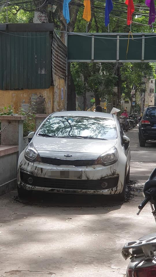 Ô tô bị đổ xăng đốt cháy loang lổ, nguyên nhân được cho là đỗ không đúng nơi quy định? - ảnh 5