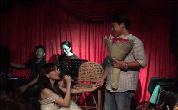 Hai nữ ca sĩ Việt nổi tiếng, sẵn sàng quỳ gối cầu hôn bạn trai giữa đám đông - Ảnh 4.