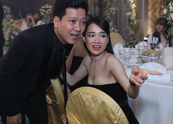Nhã Phương mặc sexy, đeo trang sức cả tỷ đồng khi làm vợ Trường Giang - Ảnh 8.