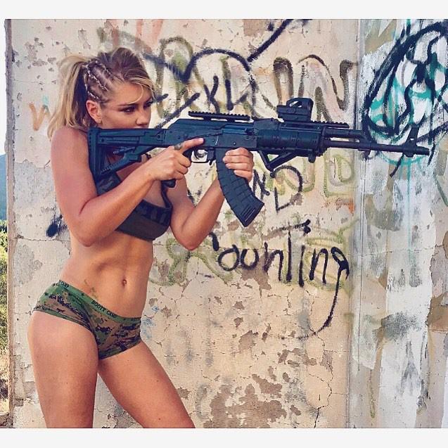 Nữ lính thủy đánh bộ gợi cảm nhất Thế giới tung loạt ảnh nóng ủng hộ ông Trump - ảnh 5