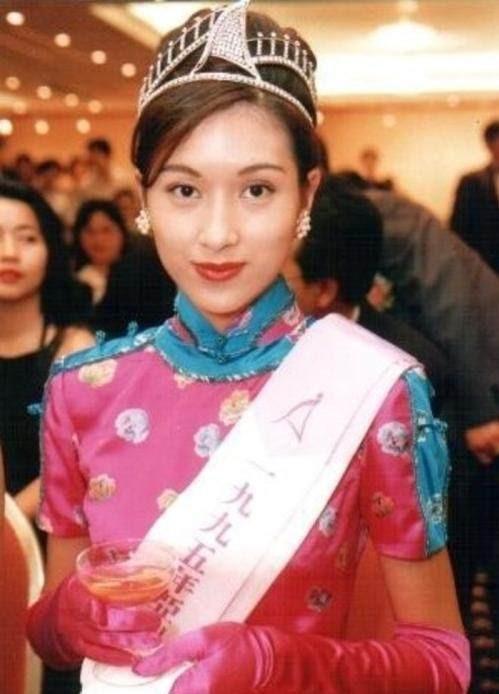 Bạn gái Châu Tinh Trì: Lộ ảnh nóng, bị vợ đại gia đánh ghen, U50 sống cô độc - Ảnh 1.