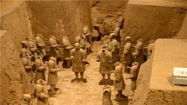 Tại sao không được phá tường giữa các chiến binh đất nung trong lăng Tần Thủy Hoàng - Ảnh 2.