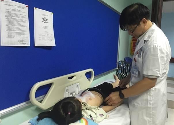 Bác sĩ Nhi TƯ cảnh báo: Trẻ có vết lõm này tại ngực là dấu hiệu của bệnh lý rất nguy hiểm - Ảnh 1.