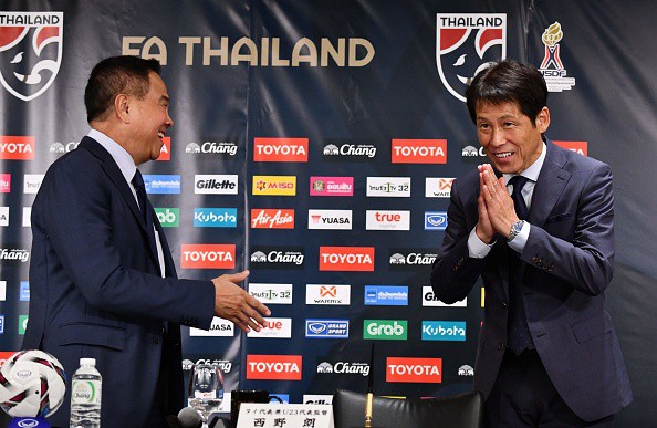 Ra mắt ở Nhật Bản, tân HLV tuyển Thái phát ngôn thận trọng về Việt Nam - Ảnh 1.