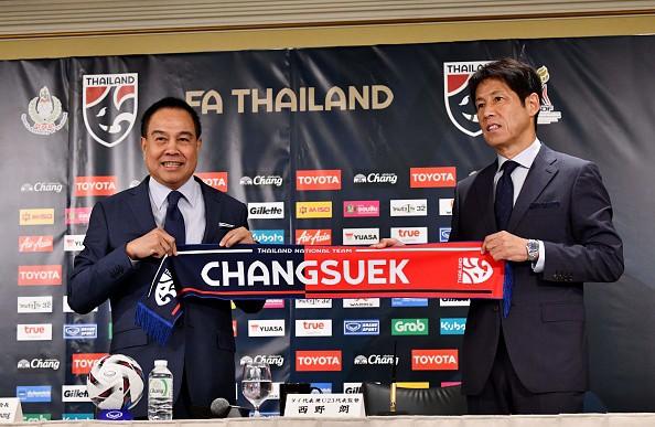 Ra mắt ở Nhật Bản, tân HLV tuyển Thái phát ngôn thận trọng về Việt Nam - Ảnh 2.