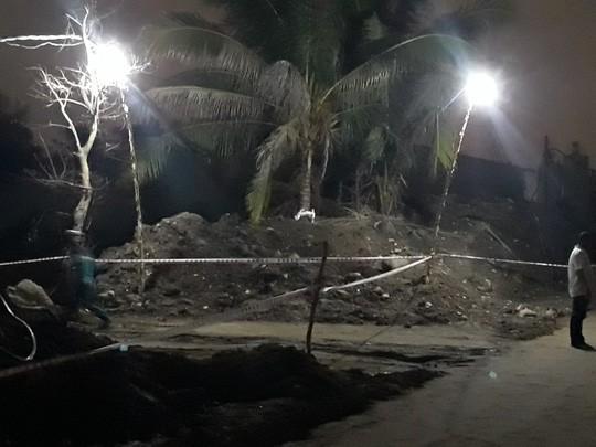 Điện giật chết 2 cháu bé ở đường Vành đai 2: Bên thi công tự ý kéo dây điện, không rào chắn - Ảnh 1.
