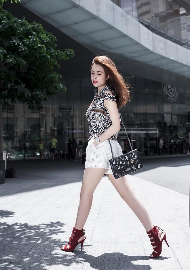 Nữ ca sĩ nổi tiếng, gợi cảm nhưng bị dìm hàng nhiều nhất showbiz Việt - Ảnh 2.