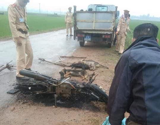 Vụ dân đốt xe, đánh trộm tử vong: Người đi cùng nhận đang rình bắt trộm chó - Ảnh 2.