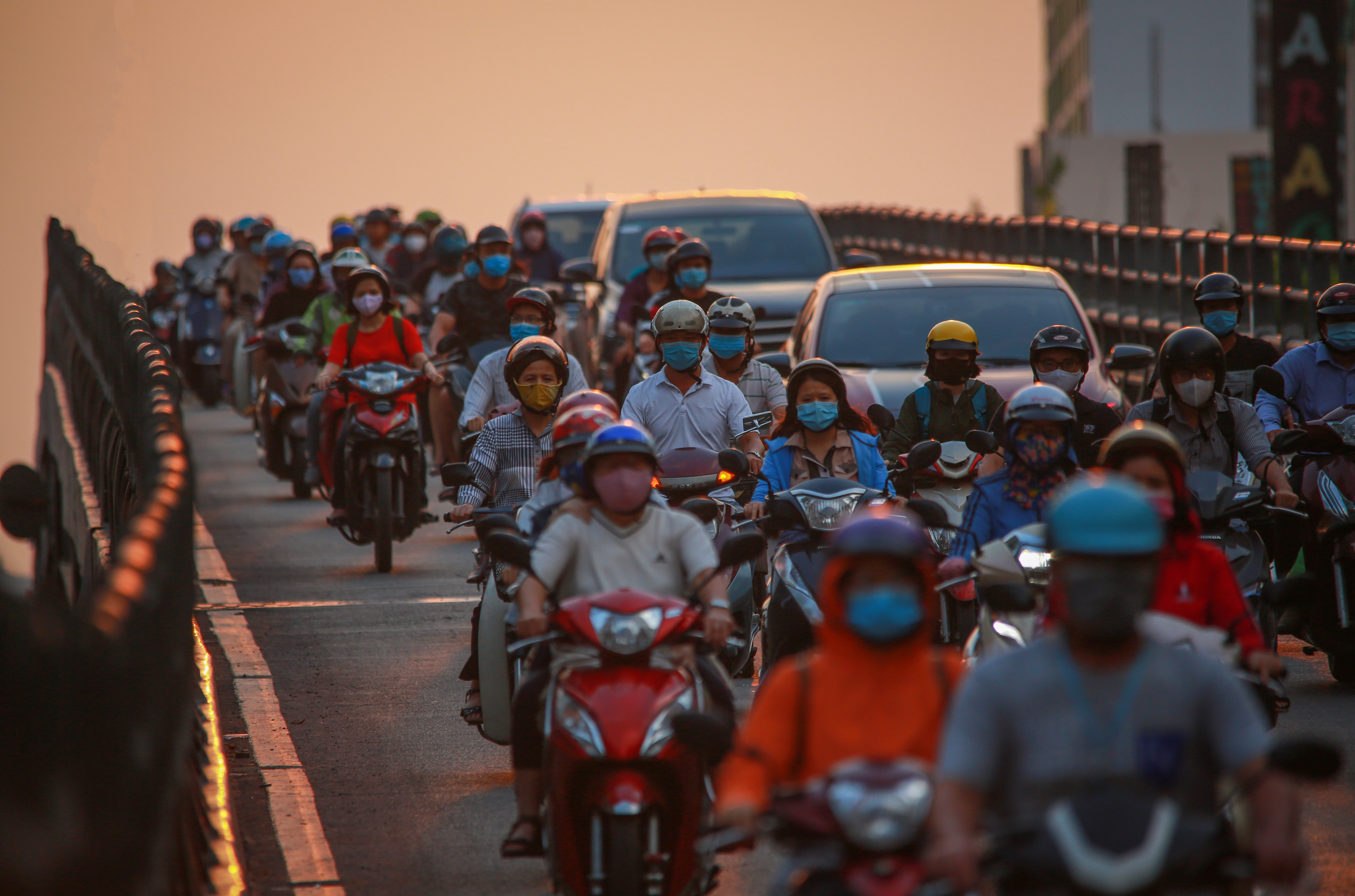 Sài Gòn đông đúc khi sắp kết thúc đợt cách ly toàn xã hội 14 ngày - Ảnh 8.